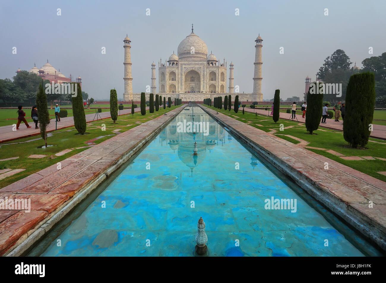Taj Mahal di mattina presto per, Agra, Uttar Pradesh, India. Esso fu costruito nel 1632 dall'imperatore Shah Immagini Stock