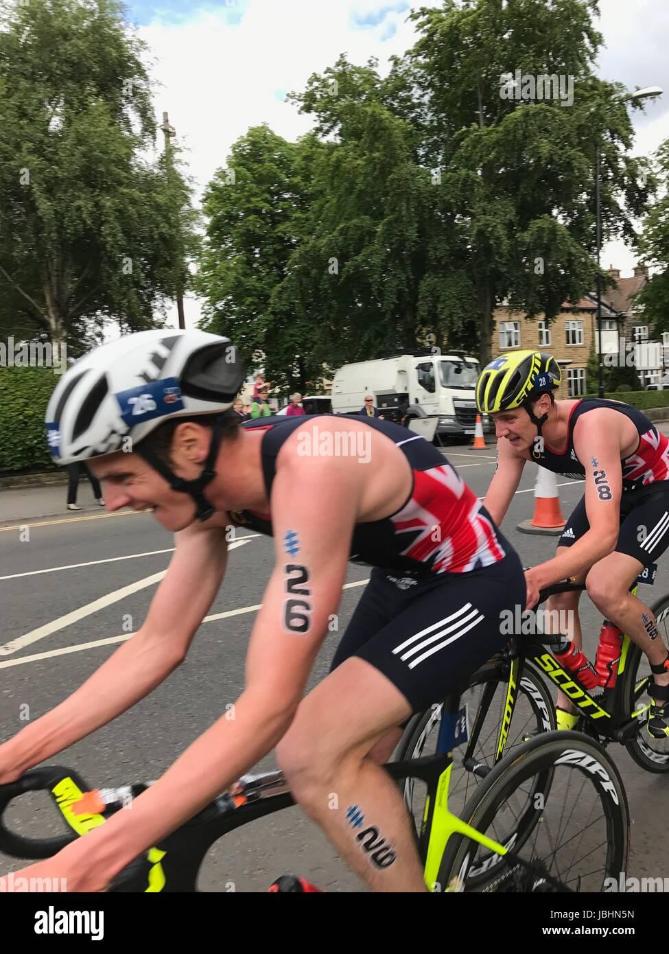 Mondo IPC Triathlon Leeds Ciclismo Alastair e Jonny Brownlee Brownlee fratelli leader del settore Immagini Stock