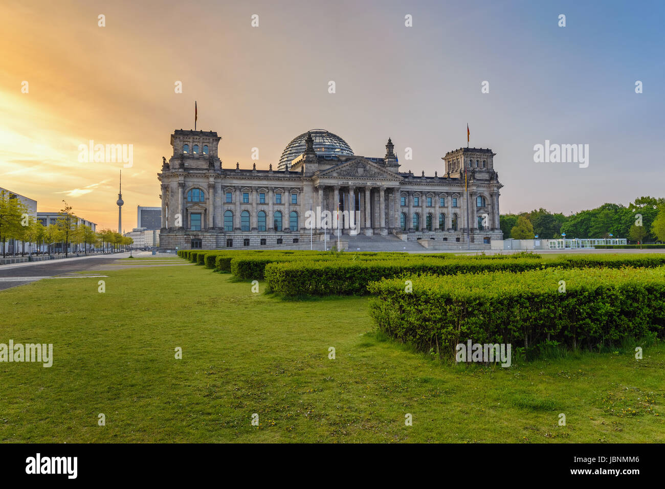 Berlino Reichstag (parlamento tedesco edificio) quando sunrise, Berlino, Germania Immagini Stock