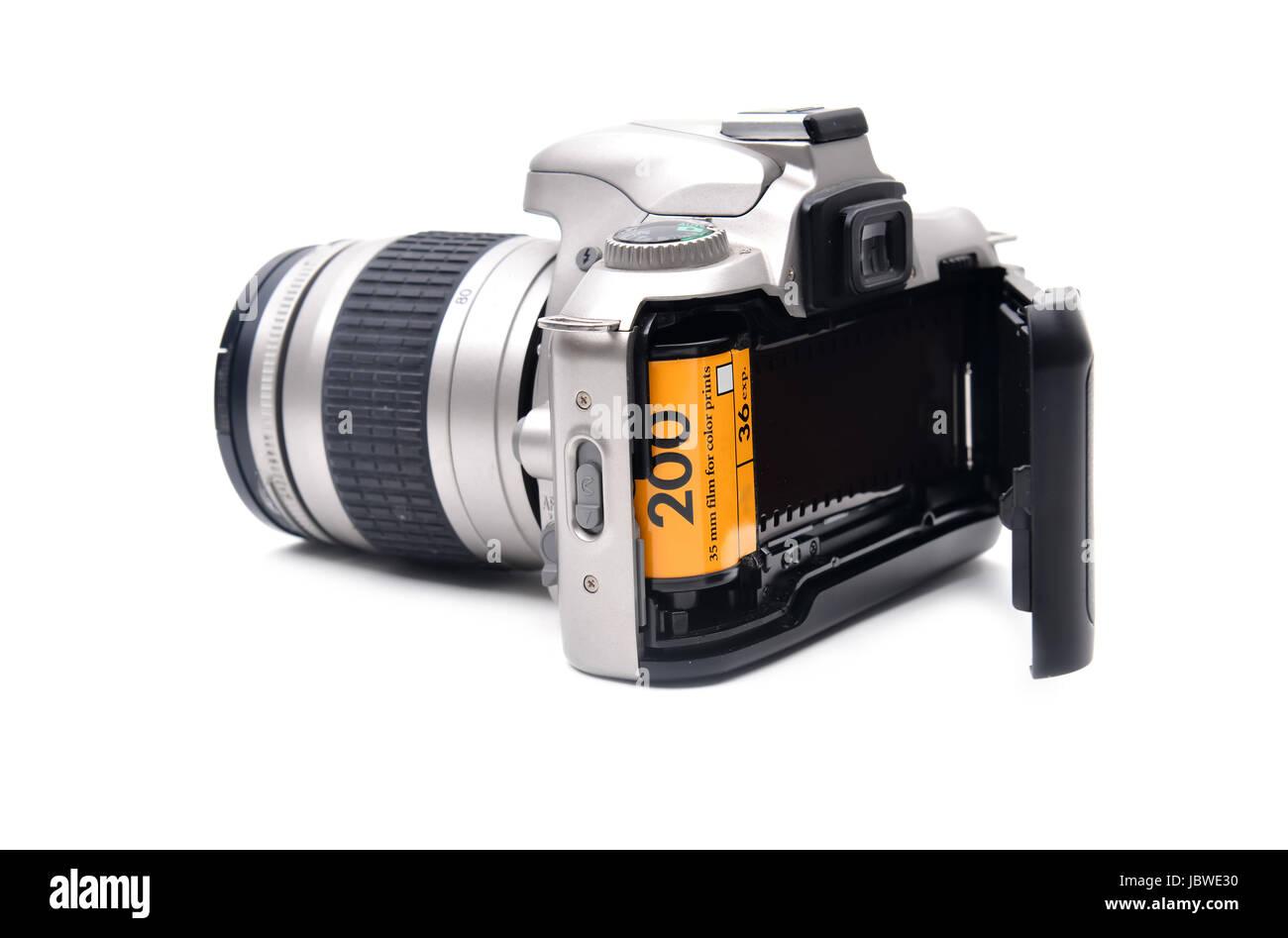 Macchina Fotografica Con Pellicola Da 35 Mm Su Sfondo Bianco Foto Stock Alamy