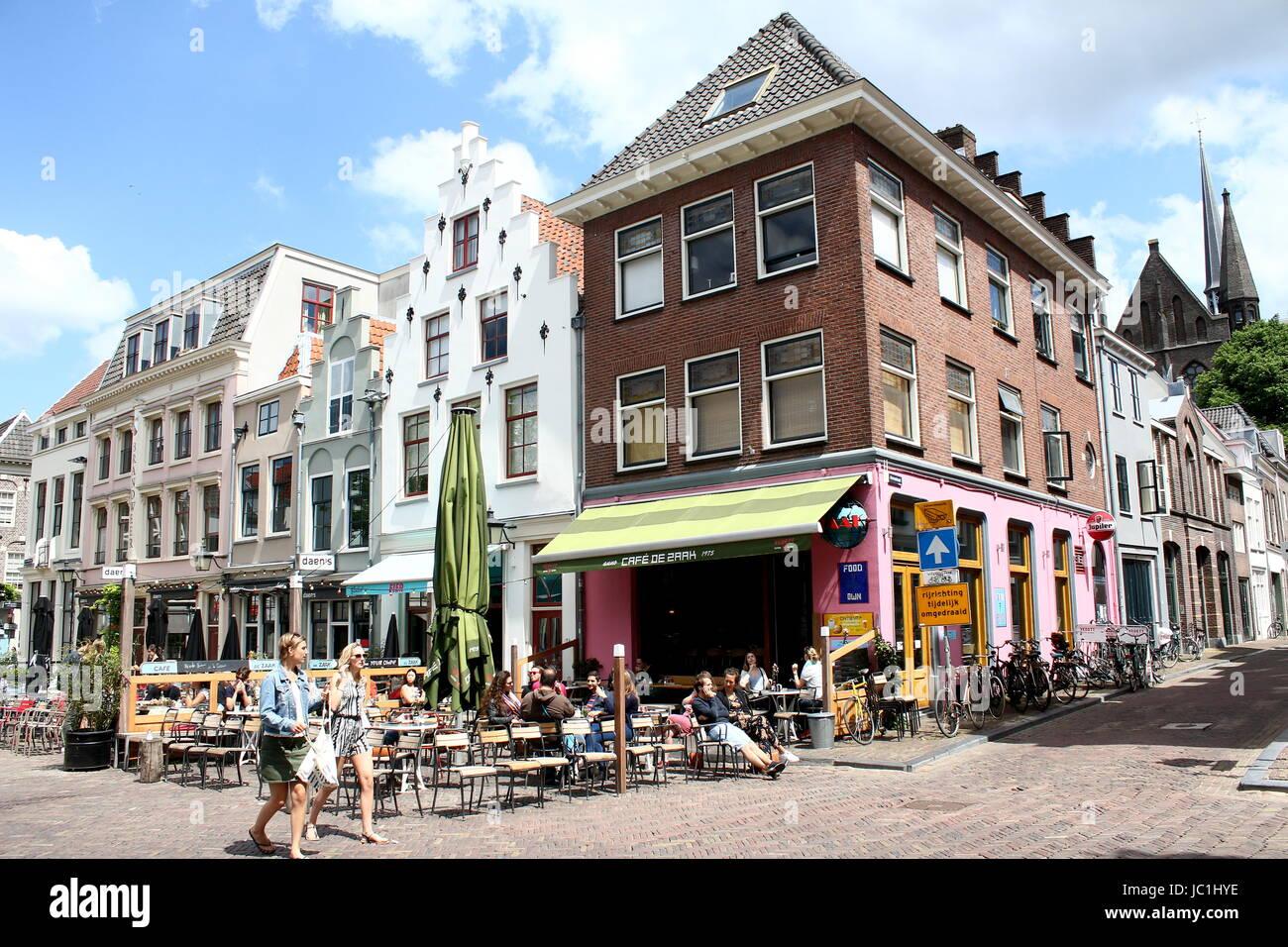 Terrazze Occupato In Estate A Utrecht Piazza Medievale A