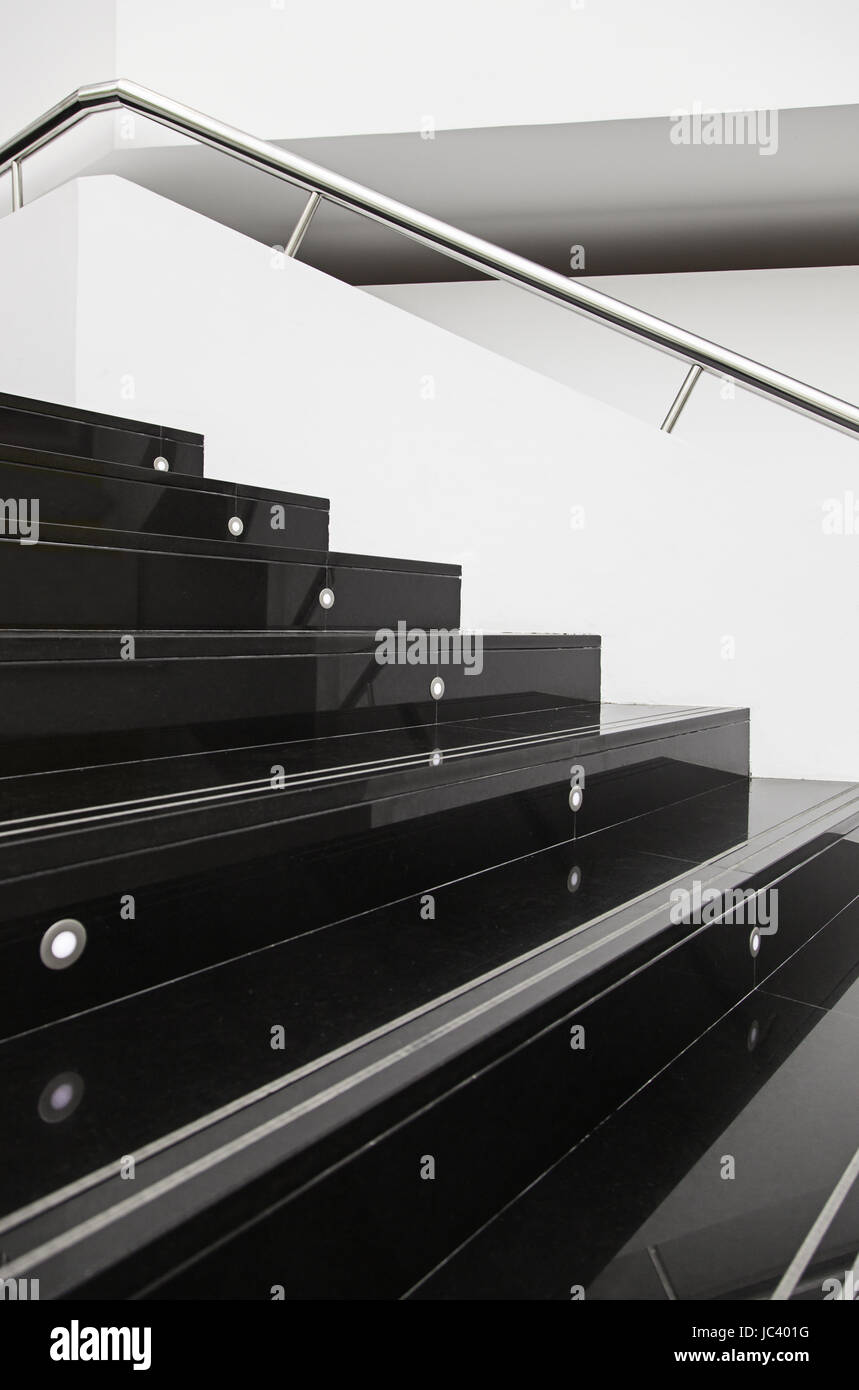 Scala In Marmo Nero il nero delle scale di marmo, dettaglio della moderna