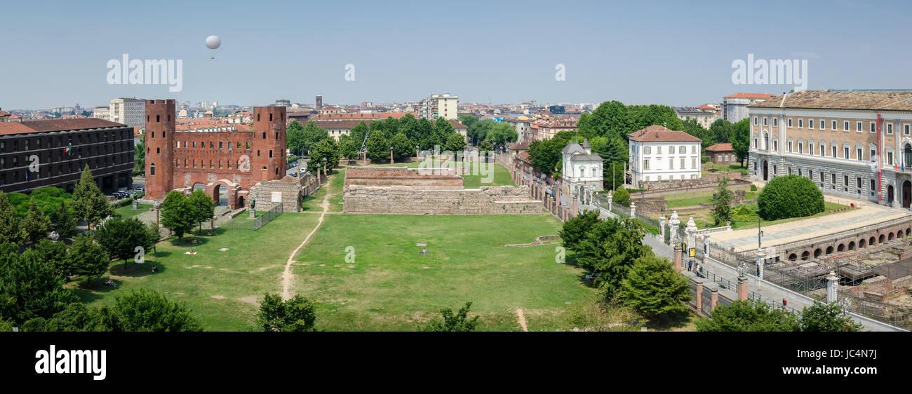 Torino, vista panoramica su Porte Palatine Foto Stock