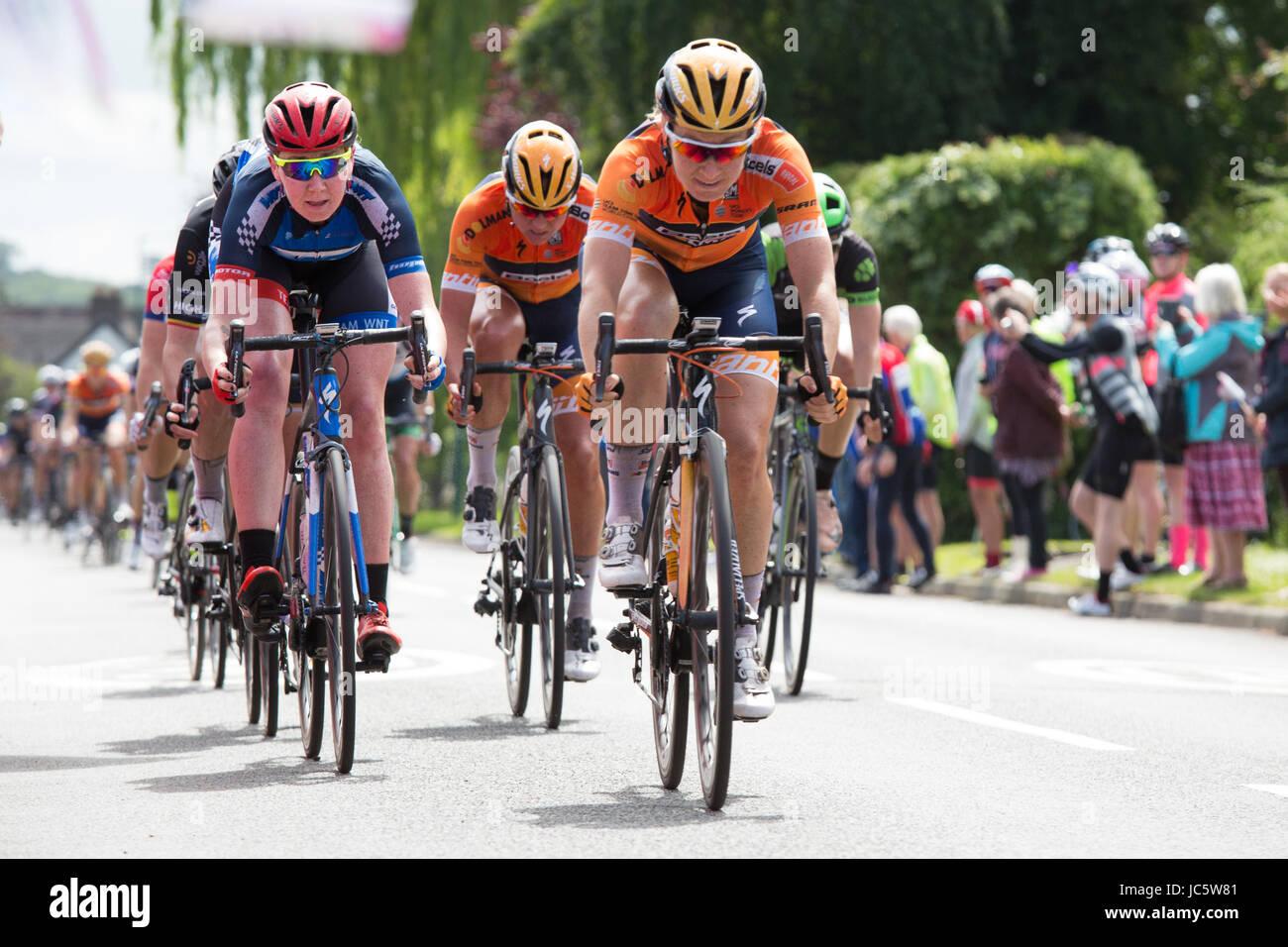 Del Tour femminile Wellesbourne l'OVO donna ciclo Tour, stadio tre, la sprint attraverso Wellesbourne, Warwickshire Immagini Stock