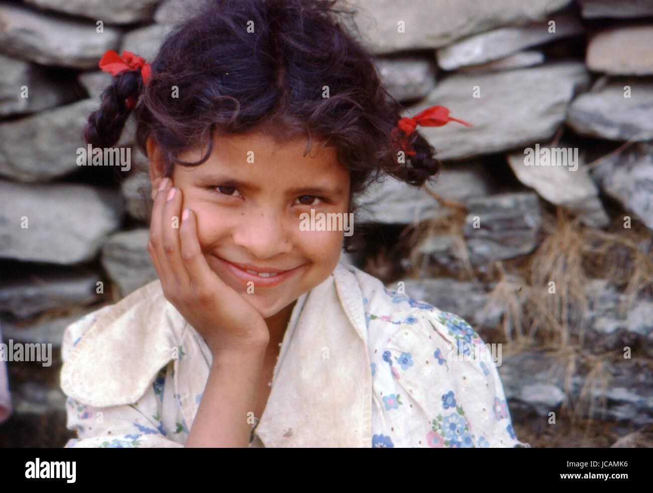 Reportage Nepal 1980. Pokhara, un giovane nepalese ragazza Immagini Stock