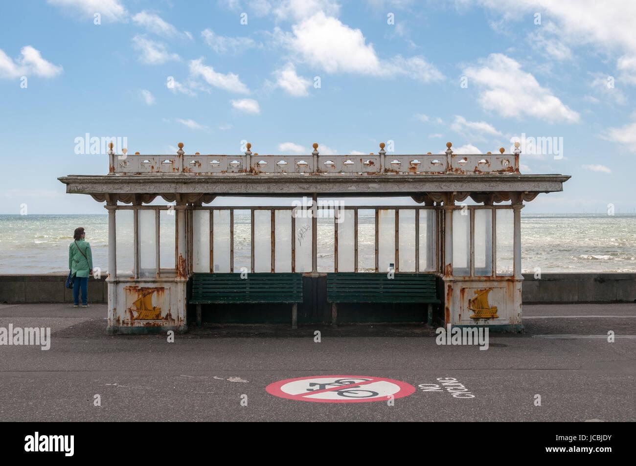Riparo del vento, la spiaggia di Brighton, Regno Unito Immagini Stock