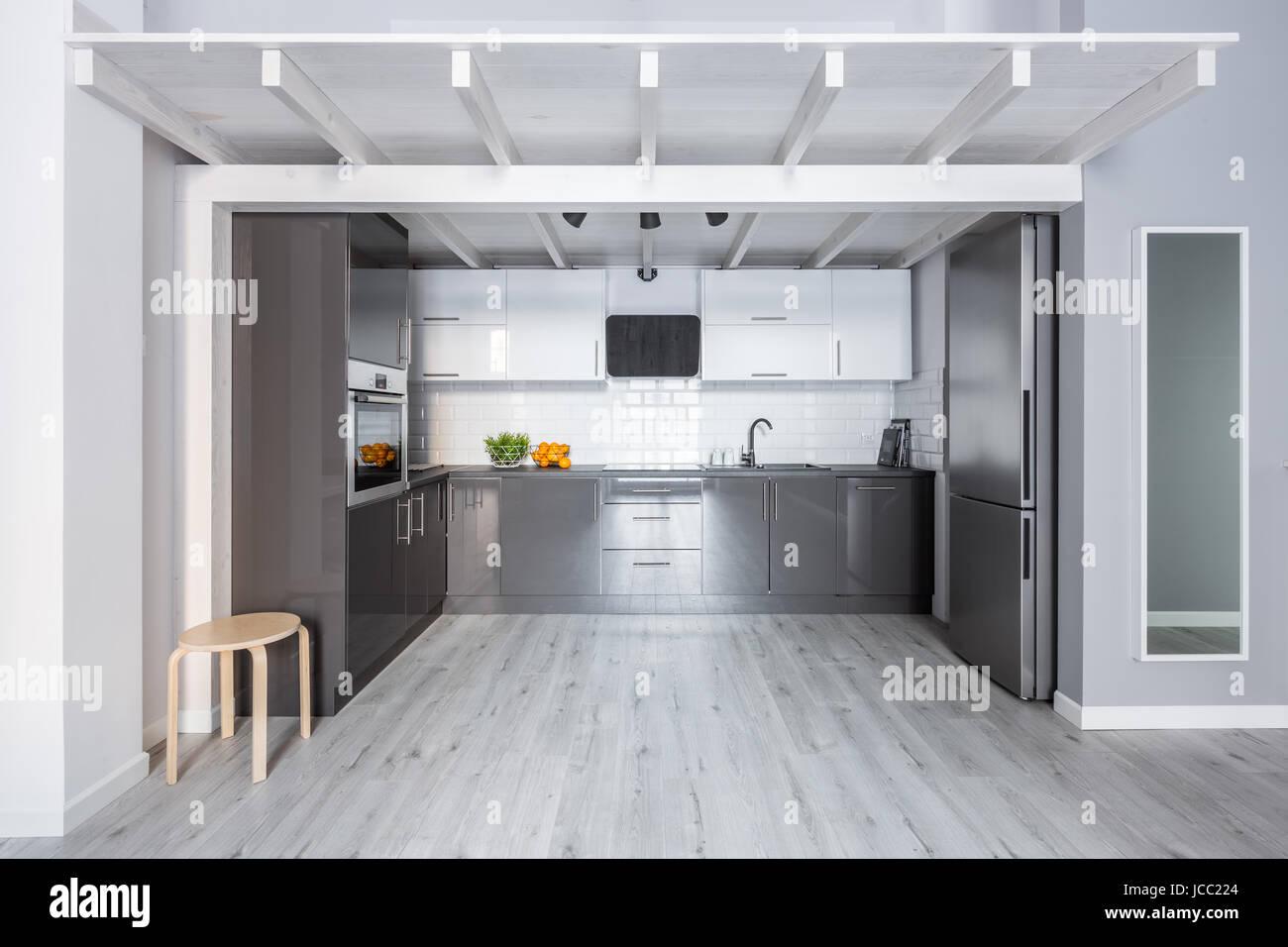 Soffitti In Legno Bianco : Cucina moderna con soffitto in legno pareti di mattoni e in bianco