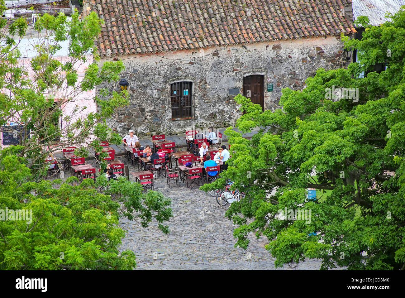 Street cafe nella Colonia del Sacramento, Uruguay. Si tratta di una delle più antiche città in Uruguay Immagini Stock