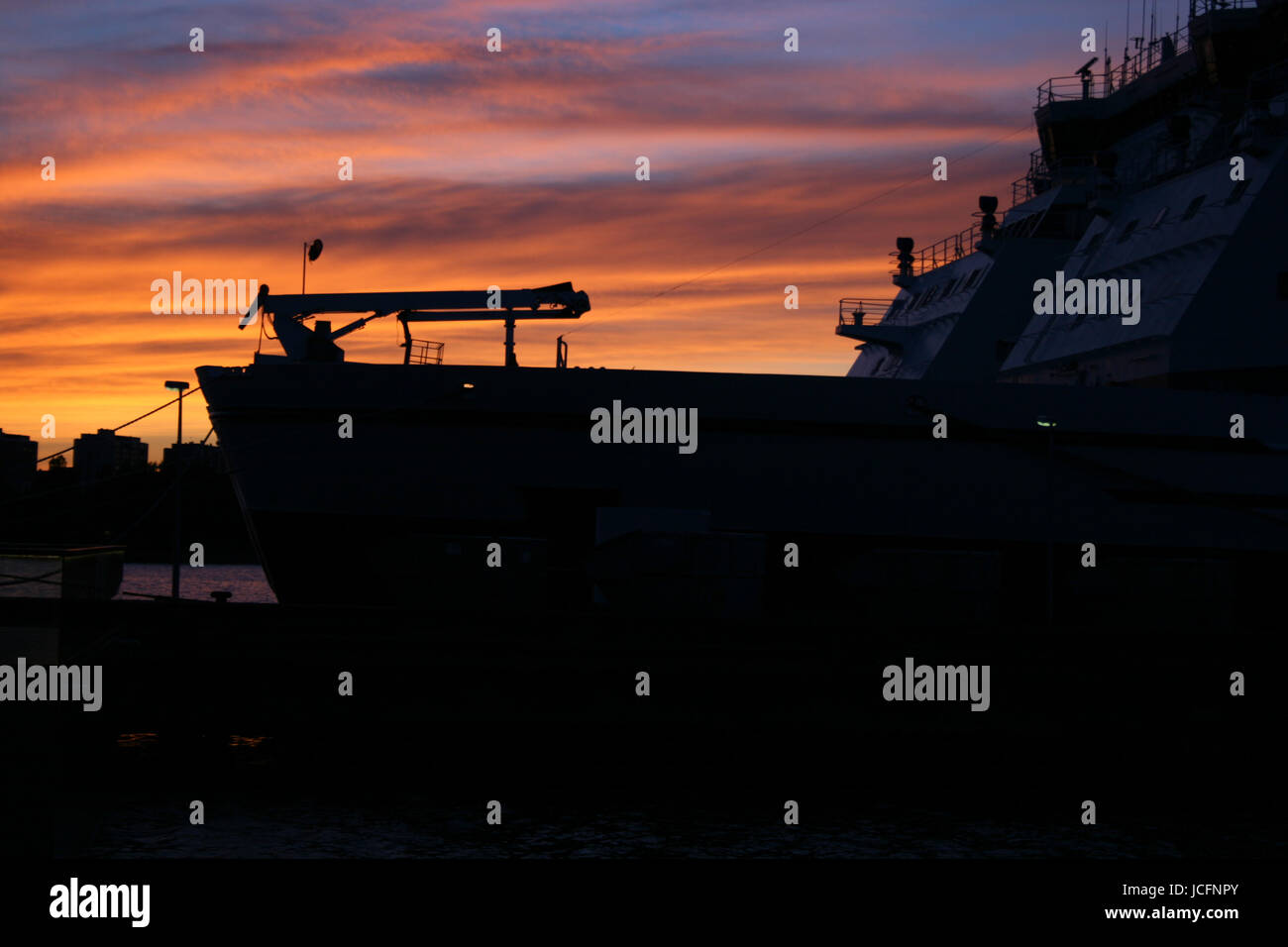 Icebreaker nel porto di Helsinki Immagini Stock