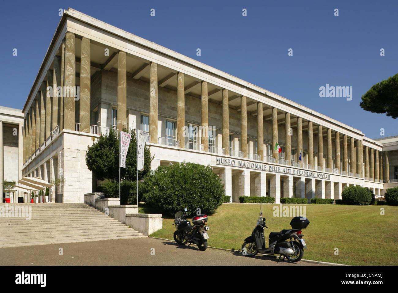 """Museo Nazionale delle Arti e Tradizioni Popolari"""", nel quartiere EUR di Roma, Italia. Immagini Stock"""