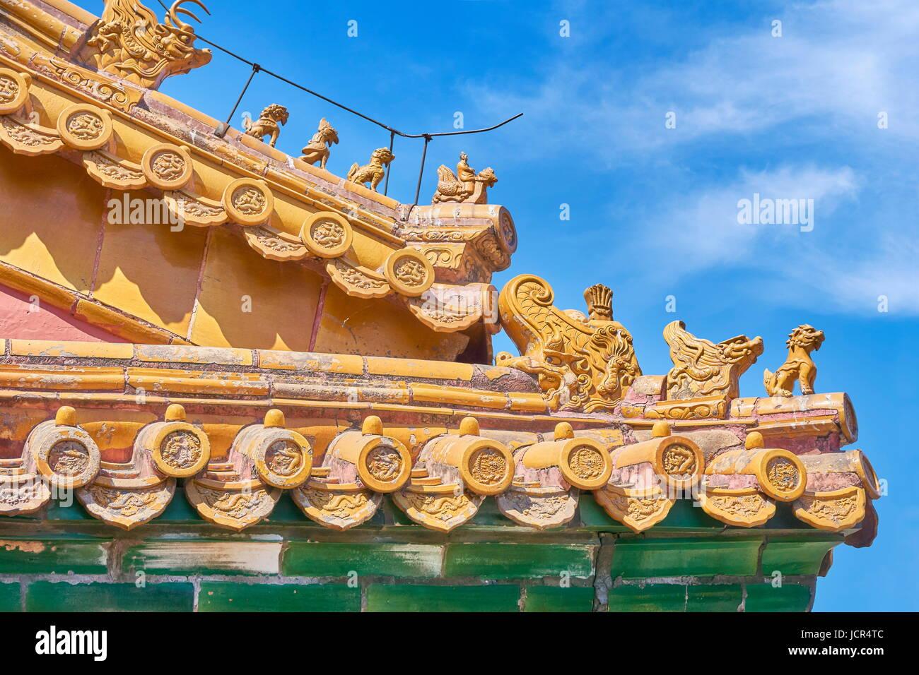 Gable decorazione sulla fine del tetto, la Città Proibita di Pechino, Cina Immagini Stock