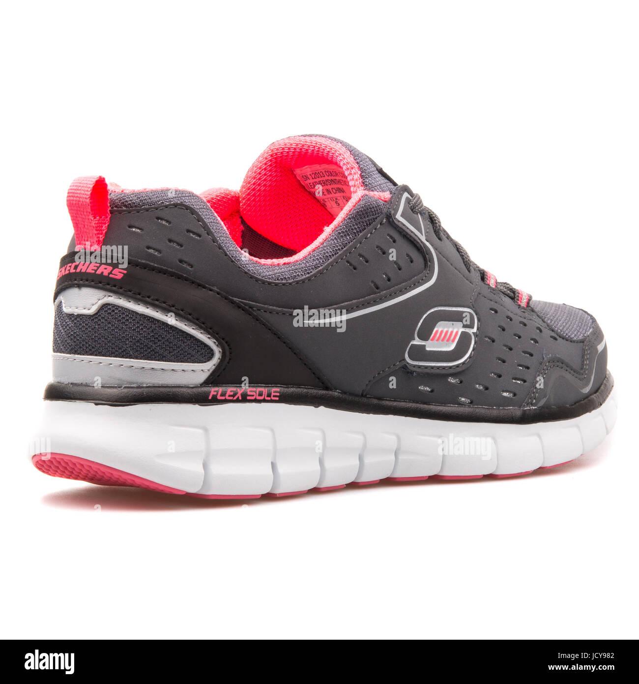 Skechers Synergy-Front riga nero carbone donna scarpe running - 12013-CCBK Immagini Stock