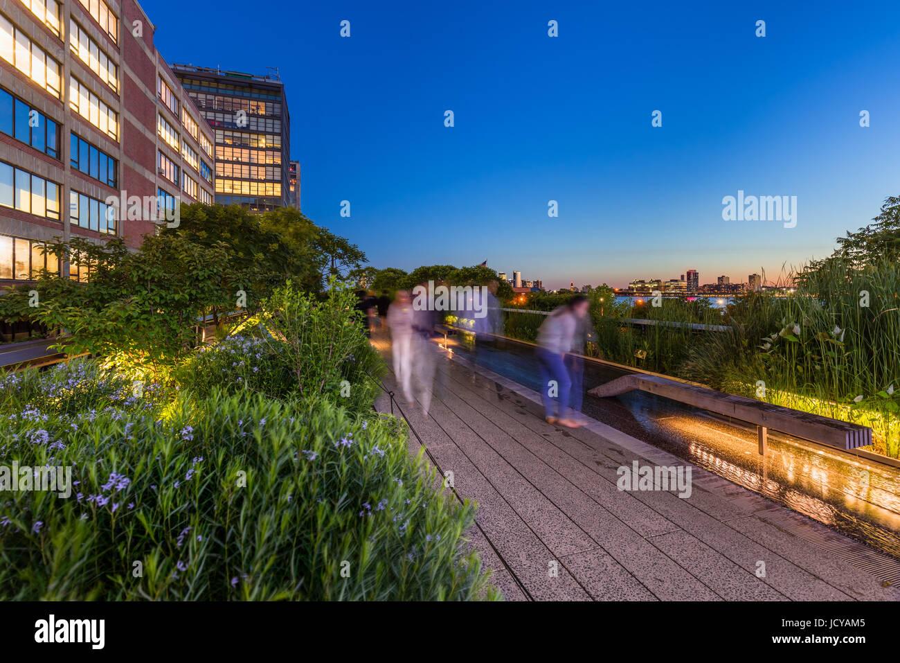 La Highline al crepuscolo, Chelsea, Manhattan New York City Immagini Stock