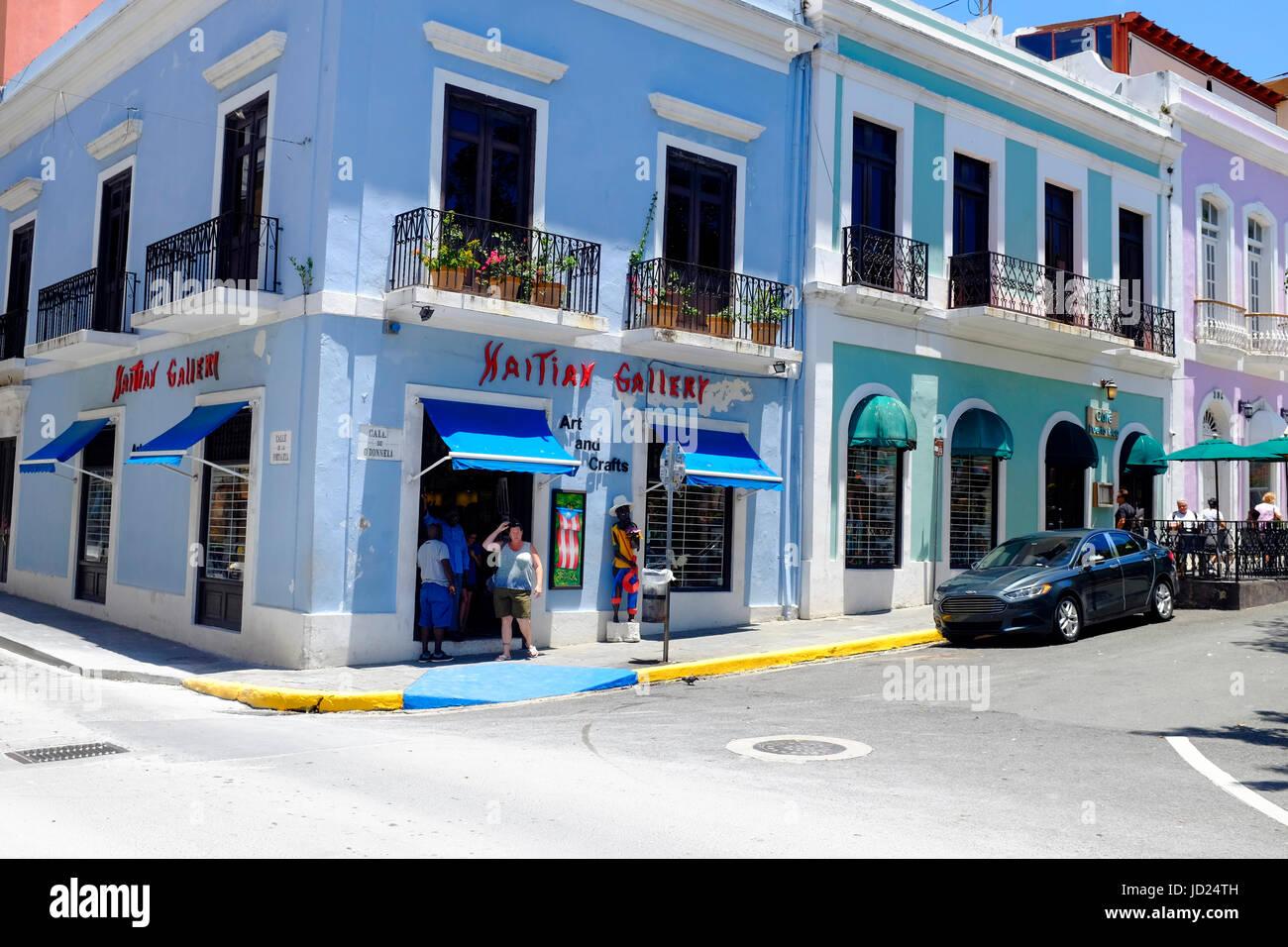 Puerto Rico, la vecchia San Juan, Street con la tipica architettura coloniale Immagini Stock