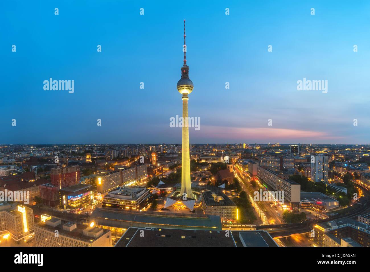 Berlin skyline della città durante il tramonto, Berlino, Germania Immagini Stock