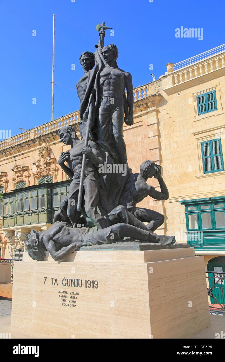 Sette Giugno 7 giugno monumento in Saint George Square, Valletta, Malta Immagini Stock