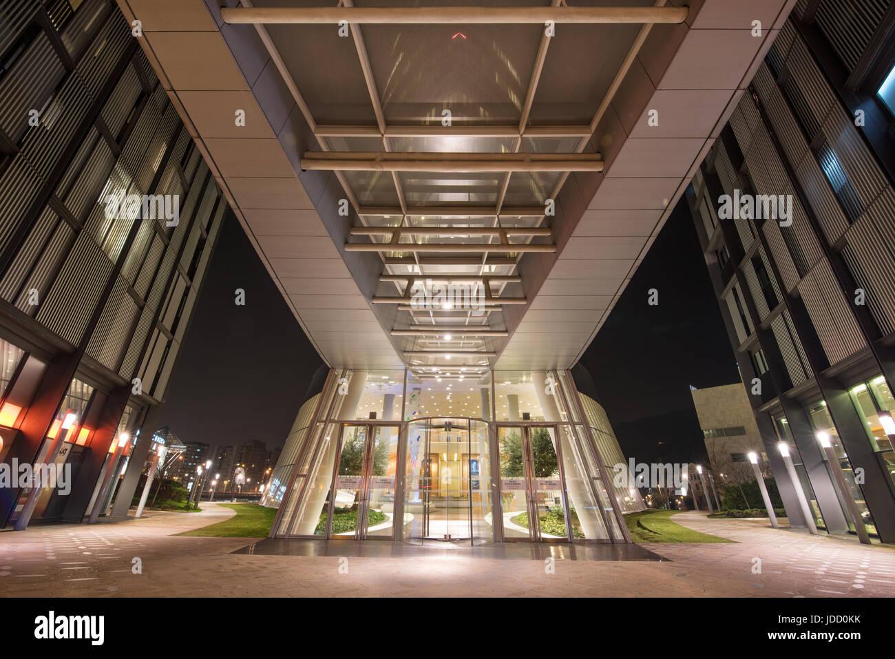 Ufficio Di Entrata : Bilbao spagna gennaio scena notturna di entrata di