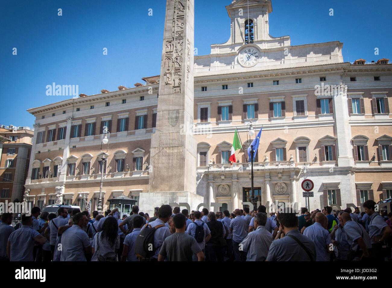 """La guarnigione a Montecitorio di dipendenti ATAC contro la modifica """"Covello ' strega elimina il regio Immagini Stock"""