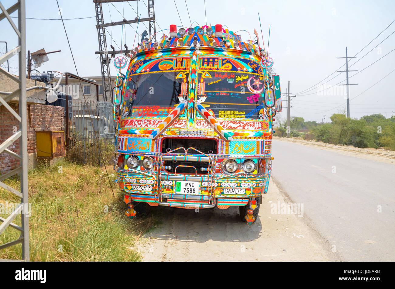 Decorazioni tradizionali autobus pakistani Immagini Stock