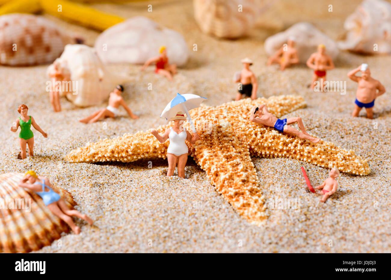 Costume Da Bagno Conchiglia : Alcune diverse persone in miniatura di indossare il costume da