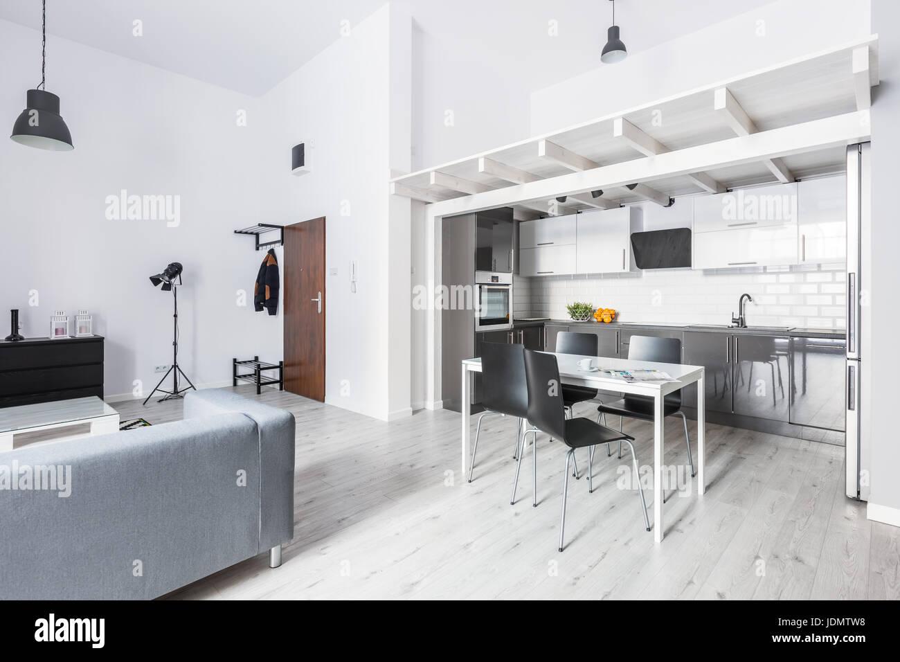 Aprire il piano appartamento angolo cottura con tavolo da ...