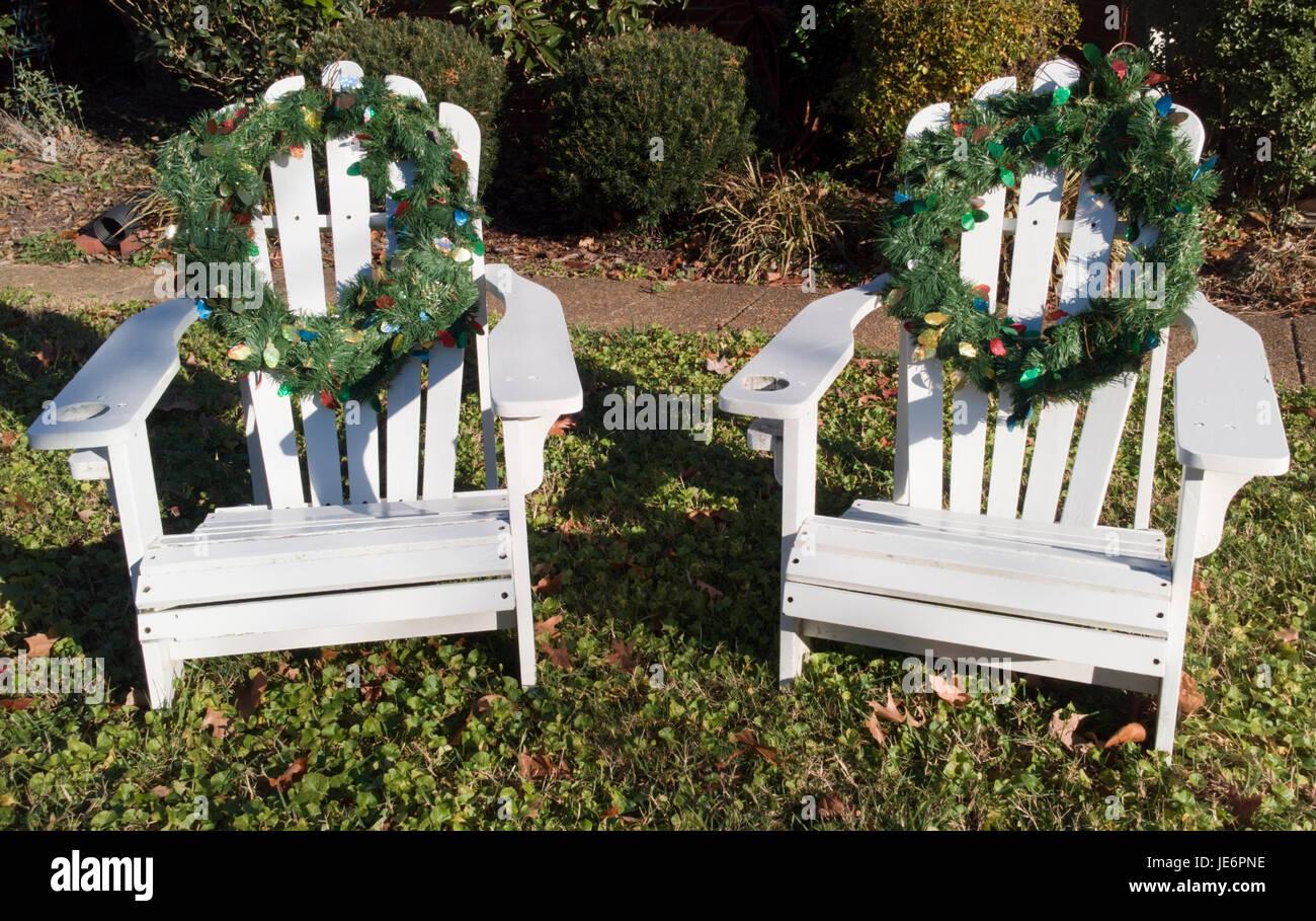Sedie Decorate Per Natale : White adirondack sedie decorate con vacanze di natale
