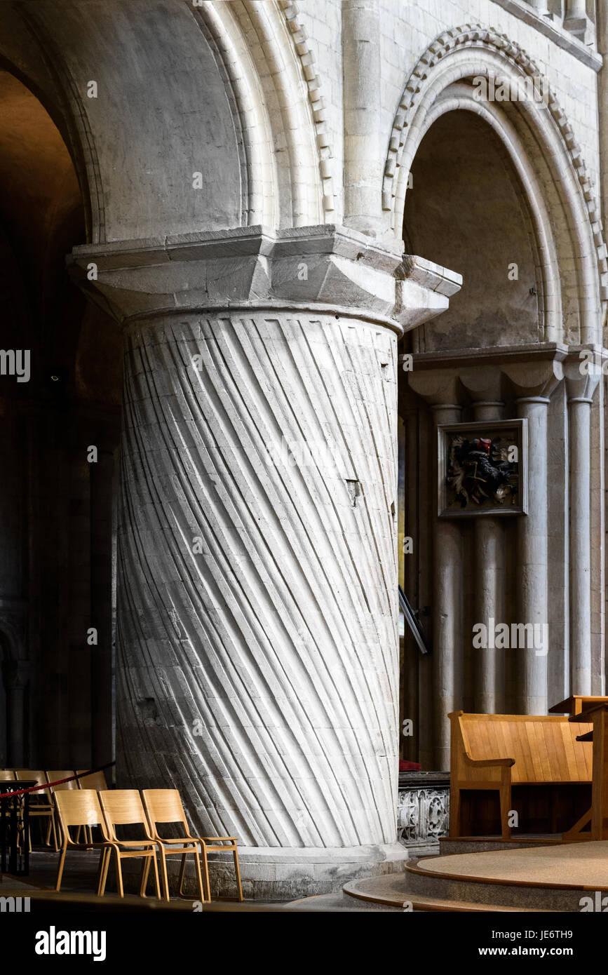 Decorazione elicoidale su un montante principale a cristiana cattedrale chiesa della Trinità a Norwich in Inghilterra, Immagini Stock