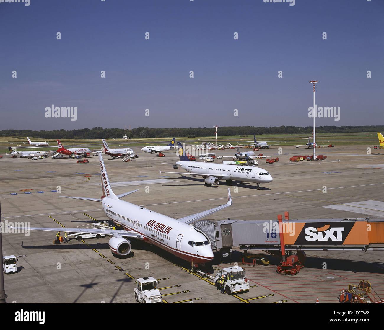Germania, Amburgo, aeroporto di Fuhlsbüttel, campo di atterraggio, aeroplani, città, Porto, città Immagini Stock