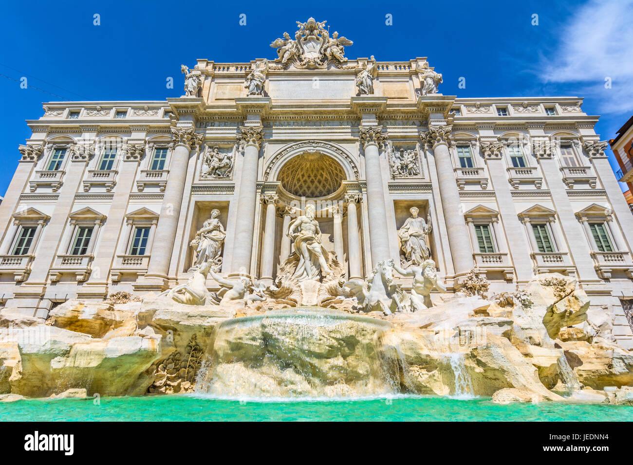 La fontana di trevi , fontana di trevi, è una fontana di trevi rione di Roma, Italia. standing 25.9 metri e Immagini Stock