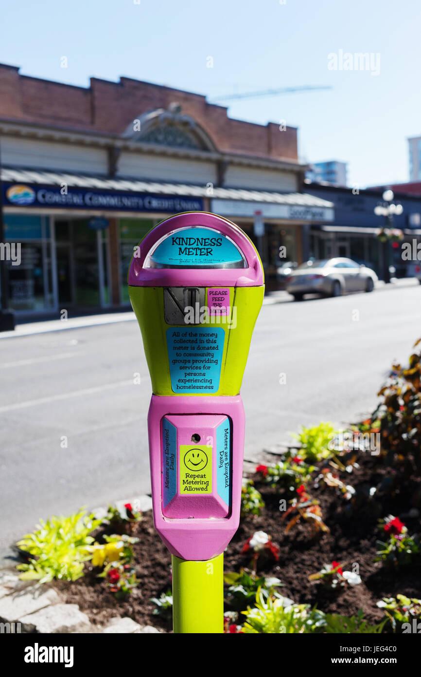Rosa e giallo misuratore di cortesia per aiutare con il fenomeno dei senzatetto. Victoria, BC, Canada Immagini Stock