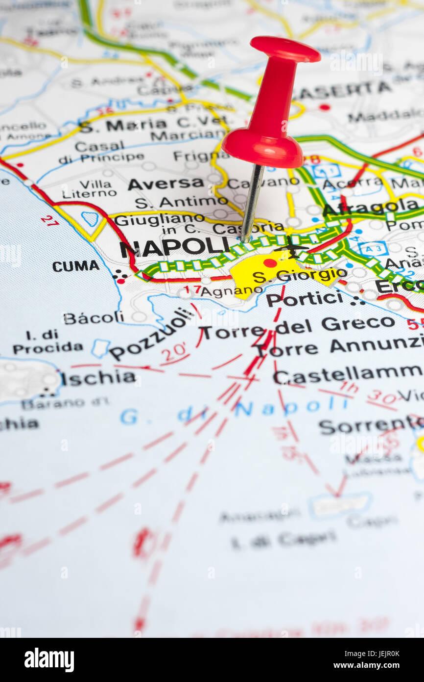 Cartina Stradale Di Napoli Citta.La Citta Di Napoli Su Una Mappa Stradale Foto Stock Alamy