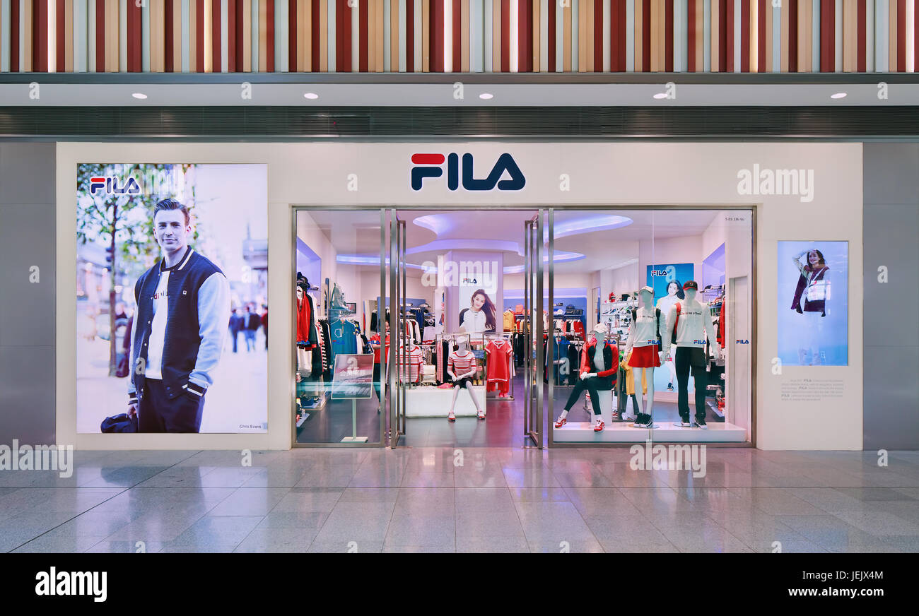 Italy The Mall Outlet Immagini & Italy The Mall Outlet Fotos ...