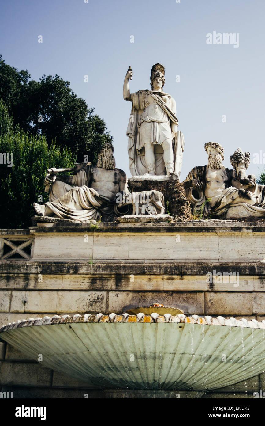 Fontana della Dea Di Romana a Roma, Italia, visto da un angolo basso Immagini Stock