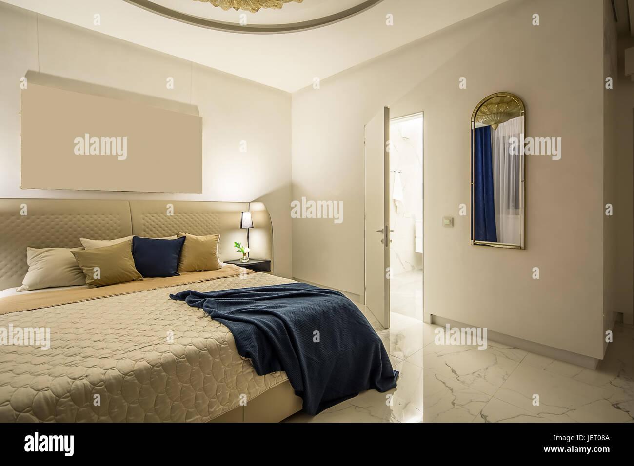 Camere da letto moderne con pareti bianche e pavimento in piastrelle ...