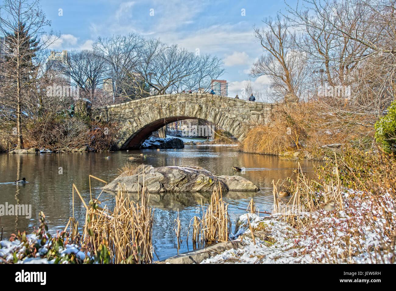 Gapstow Bridge nel Central Park di New York con la neve Immagini Stock