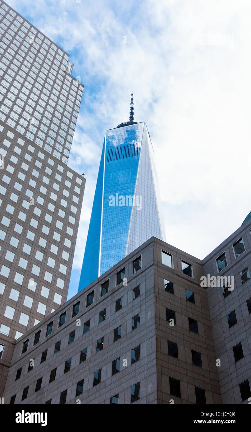 Il quartiere finanziario, FiDi, nella parte inferiore di Manhattan a New York City. Possiamo vedere la libertà Immagini Stock