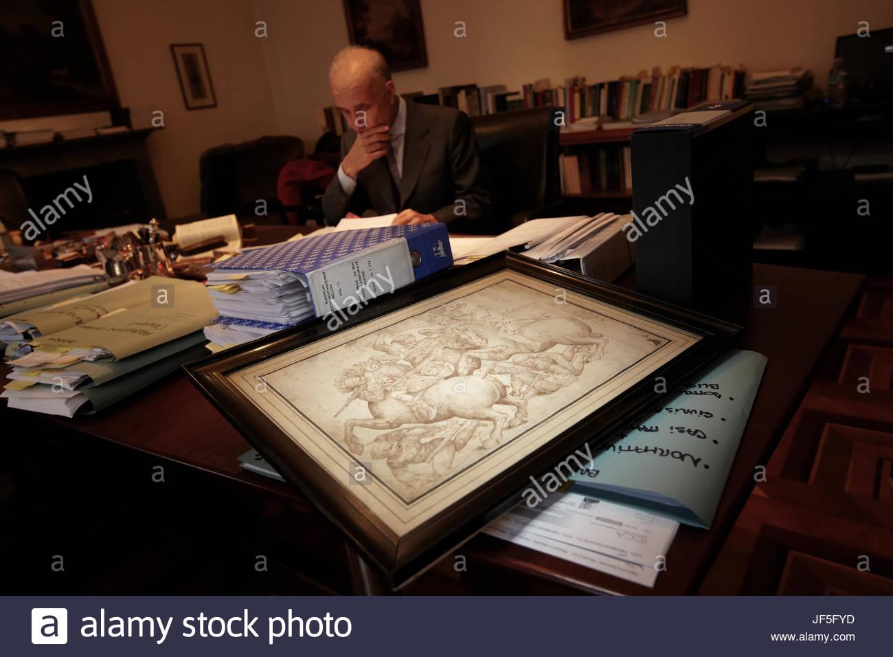 Milano avvocato Cosimo Rucellai con una copia della Battaglia di Anghiari che si ritiene siano stati copiati dall'originale Immagini Stock