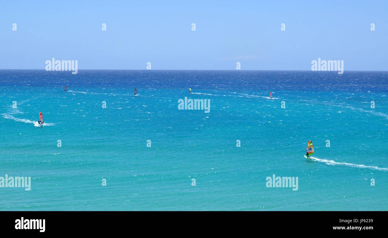 Wind Surf in Oceano Atlantico vicino a Costa Calma su Fuerteventura isole Canarie in Spagna Immagini Stock