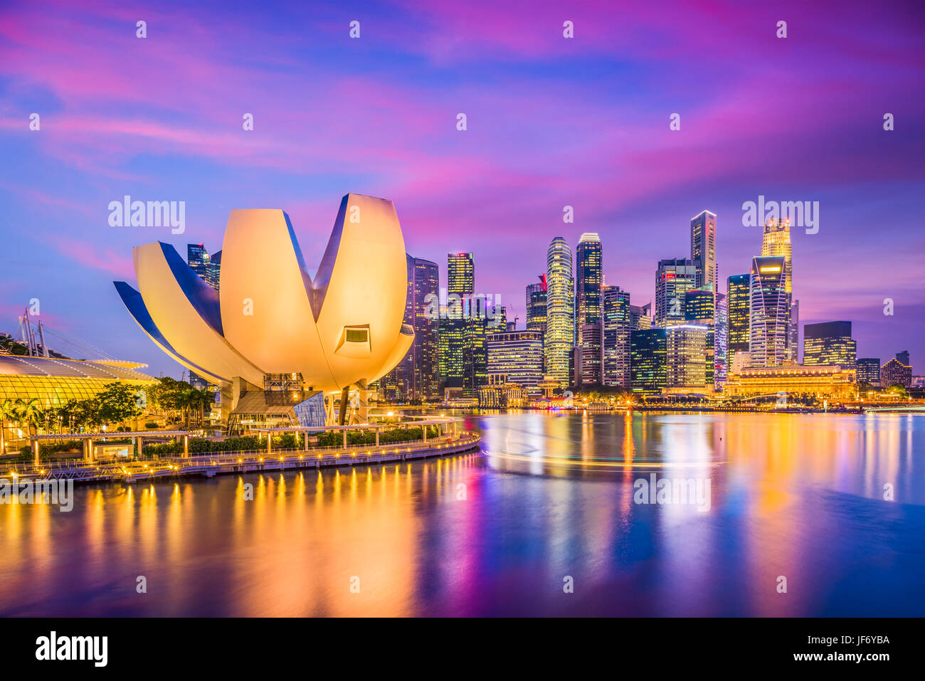 Singapore skyline della città sulla marina. Immagini Stock