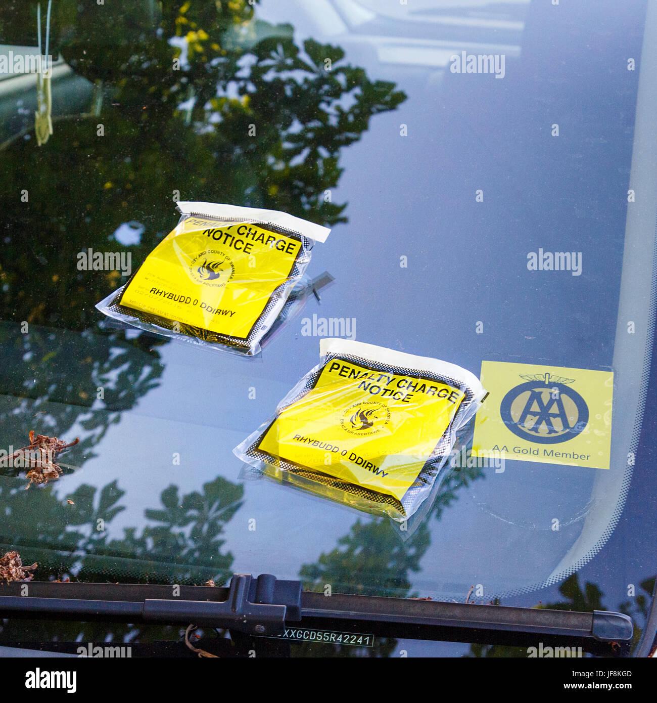 Addebito di penalità di avviso - i biglietti per il parcheggio Immagini Stock