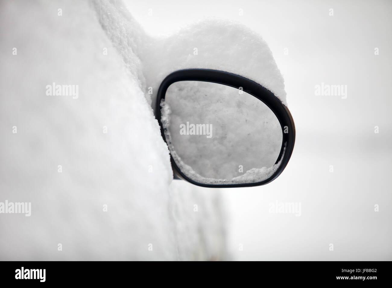 Specchietto retrovisore coperte di neve Immagini Stock