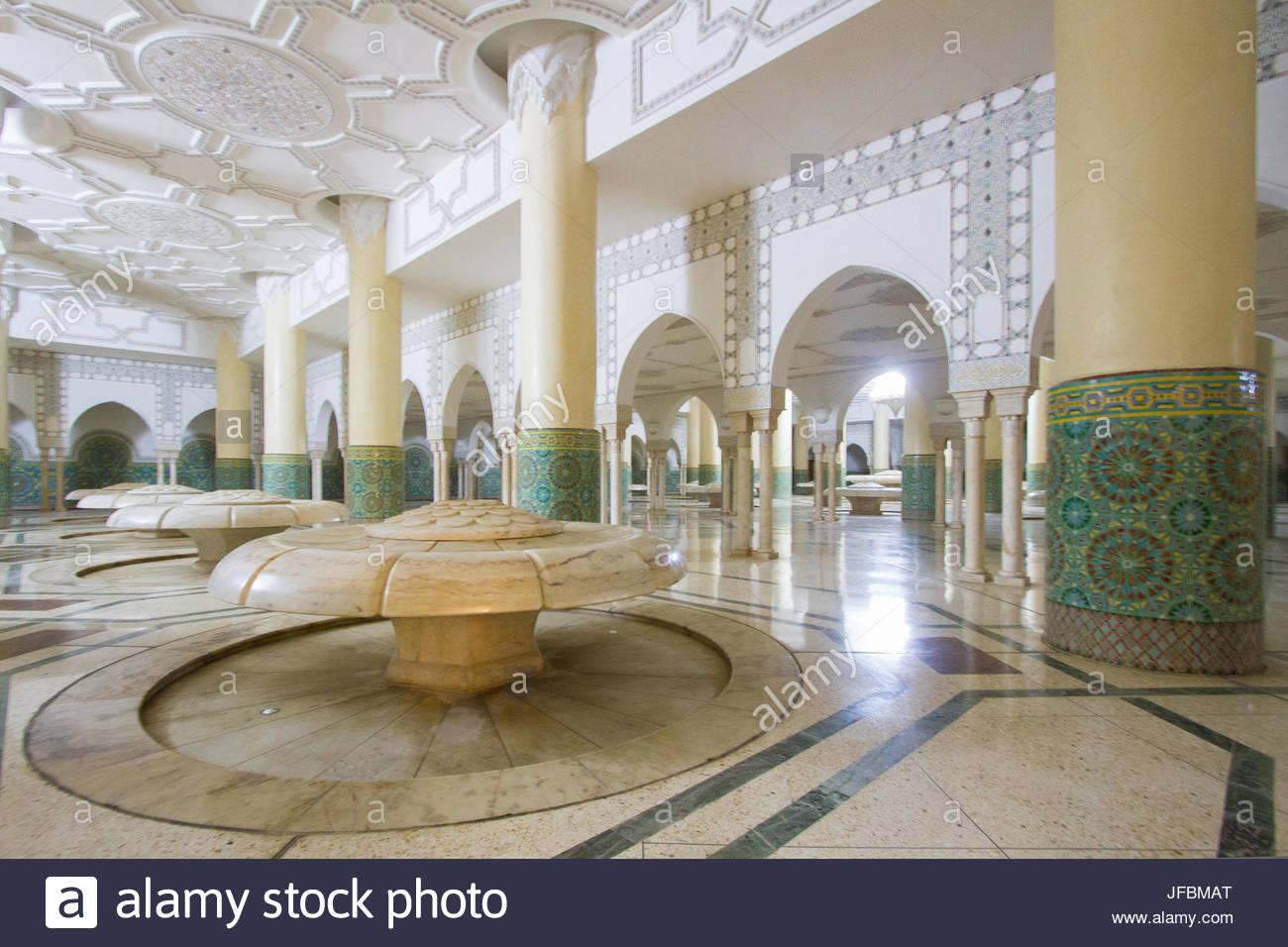 Archi interni e piastrelle a mosaico di lavoro il bagno turco sotto