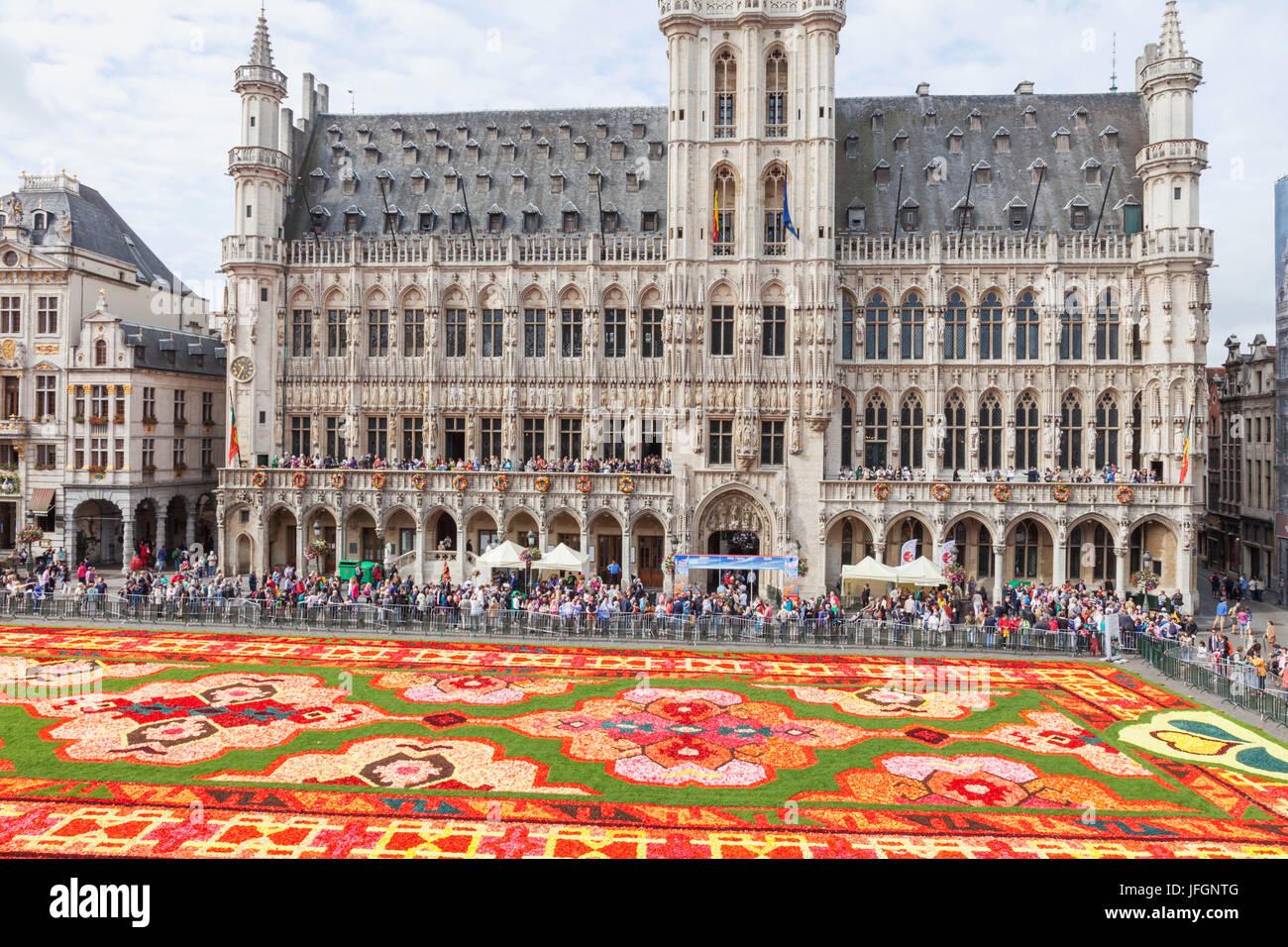Tappeto Floreale Bruxelles : Tappeto di fiori in grand place di bruxelles contro blu cielo