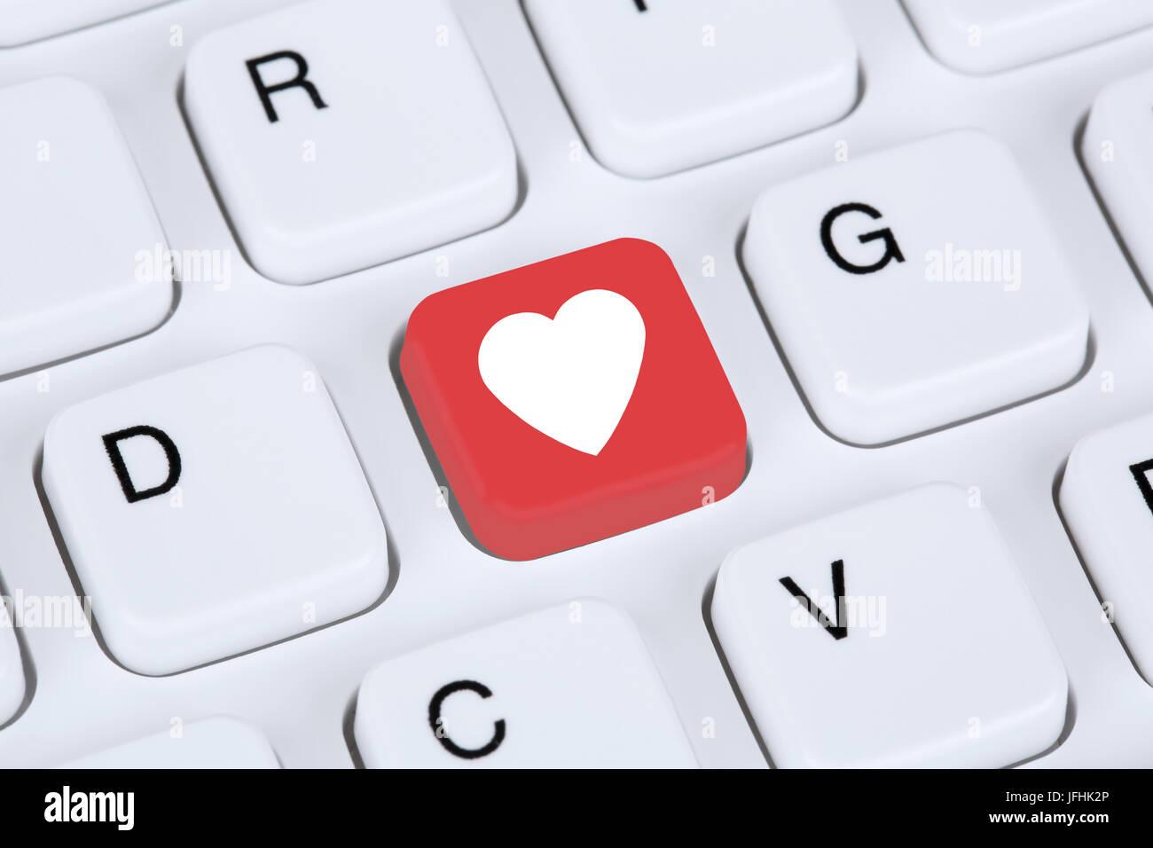 Partner und Liebe im Internet online dating Partnervermittlung am Computer Immagini Stock