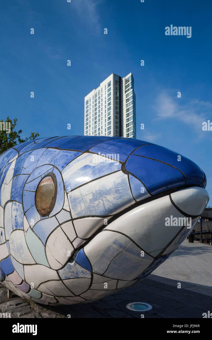Regno Unito e Irlanda del Nord, Belfast, Bigfish scultura di Giovanni gentilezza, riverfront Immagini Stock