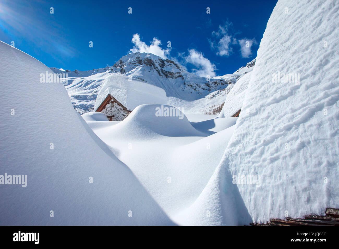 Chiavenna valley, nevoso inverno a Lendine alp, in background Pizzaccio mountain, Lombardia, Italia Foto Stock