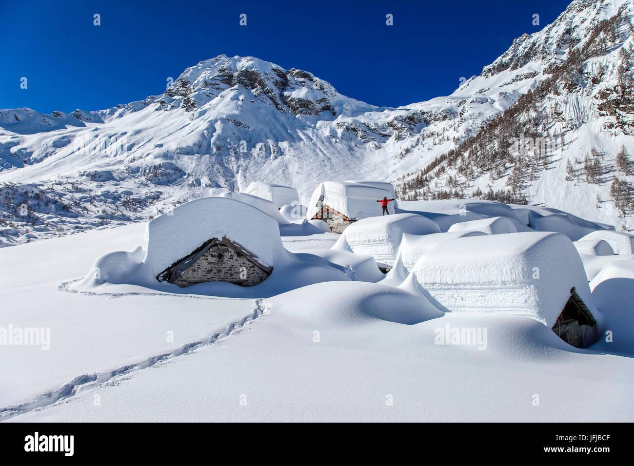 Drogone valley, Lendine alp, in background Pizzaccio montagna Val Chiavenna, Lombardia, Italia Foto Stock