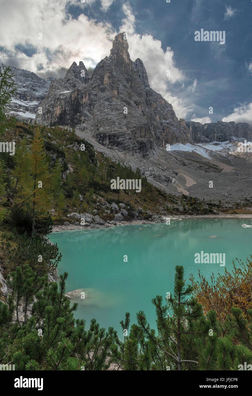 Il Sorapiss Lago, Belluno, Dolomiti, Veneto, Italia, dito di Dio e il Sorapiss lago Immagini Stock