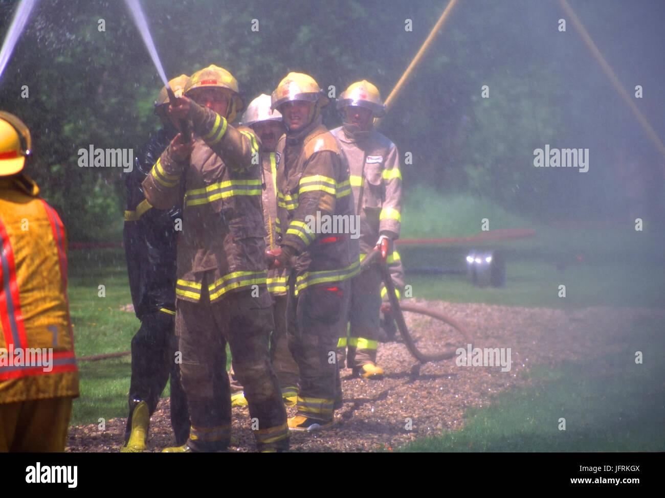 I vigili del fuoco nella formazione di simulazione Immagini Stock