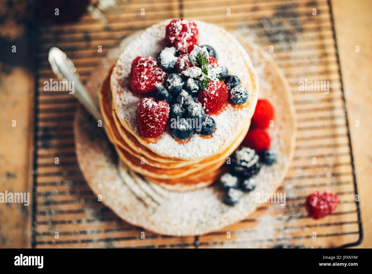 Pancake con mirtilli e lamponi Immagini Stock